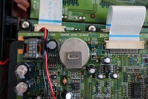 スポット溶接されているバックアップ電池