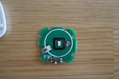 取り外した基盤の電池ホルダー側